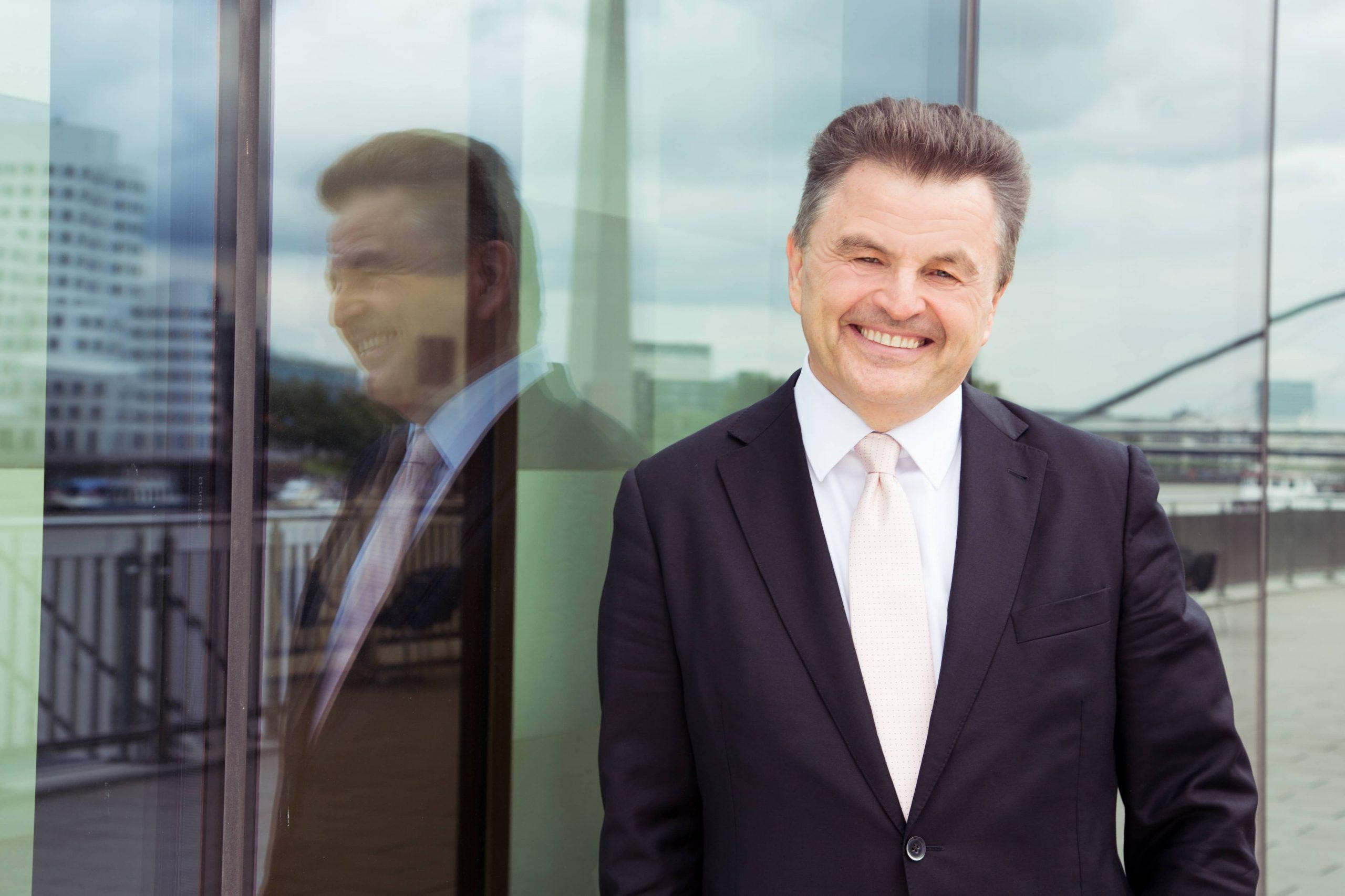 Claus Roppel Finanzexperte